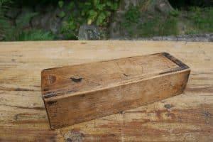 Lille æske med skydelåg fra sverige ca. 24x8x5,5 cm-