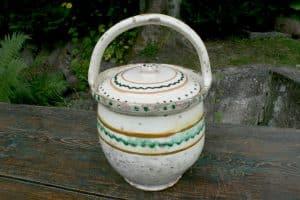 Antik dansk barselspotte, ca. 19 cm i diameter og 30 cm høj.