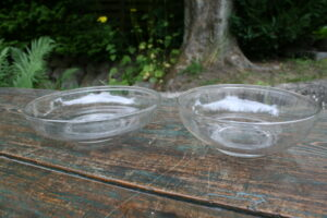 Danske antikke glasskåle / mælkeskåle, ca. 20 -16,5 i diameter og 6 - 5 cm høje.