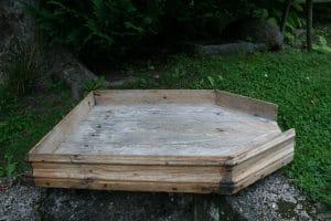 Stor antik osterende , vil være fin til grønsager på et bord, ca. 64x45x9 cm.