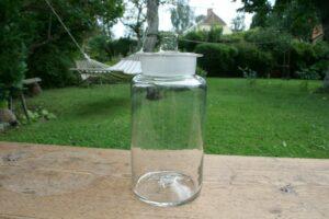 Antikt sylteglas med låg, blæst op 1800 tallet, ca. 26 cm høj.