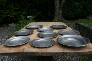 Antikke tinfade fra sverige 1700-1800 tallet, ca. 40-27 cm i diameter.